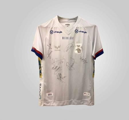 Camisa do Paraná Clube autografada pelos jogadores do elenco de 2019