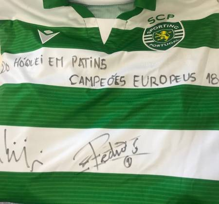 Sporting CP jersey autographed by skating hockey captains