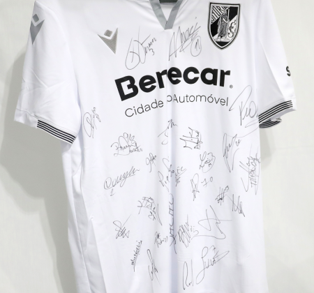 Camisola do Vitória SC autografada pelo plantel - Final Four Allianz CUP 2020