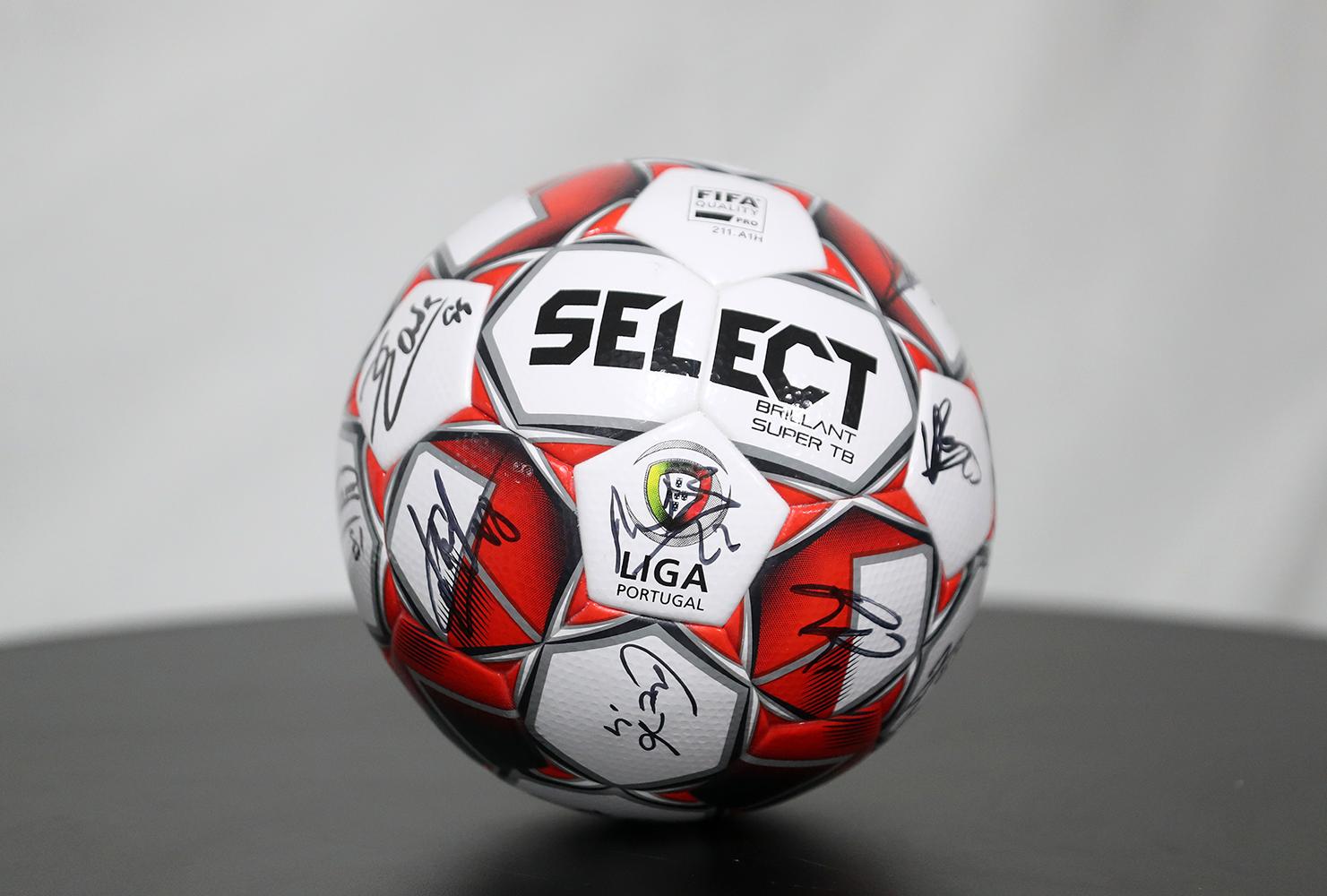 Bola Oficial Select autografada pelo plantel Sporting CP - Final Four Allianz CUP 2020