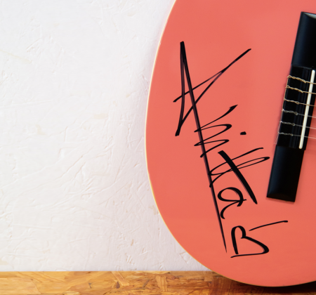 Guitar signed by Anitta