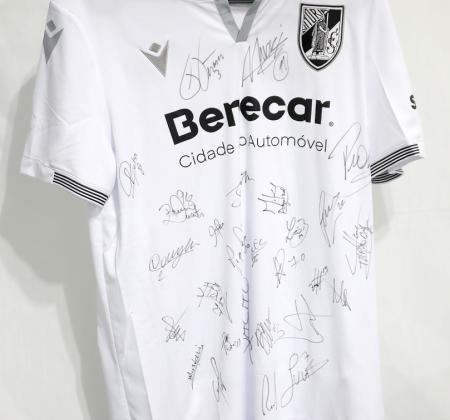 Camisola do Vitória SC autografada pelo plantel - Final Four Allianz