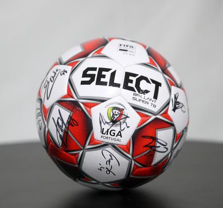 Bola Oficial Select autografada pelo plantel Sporting CP - Final Four