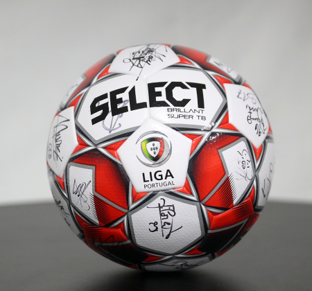 Select Official Ball signed by Vitória SC team - Final Four
