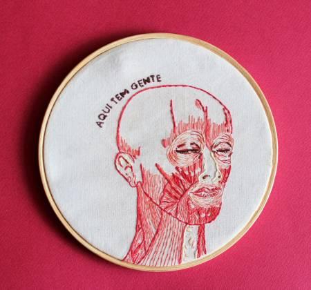 Obra: Afirmar a vida mesmo em carne viva de Serena Labate