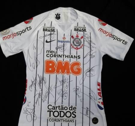 Camisa oficial do Corinthias-SP autografada pelo time