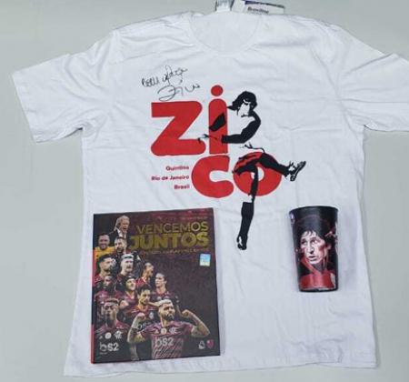 Kit doado pelo Zico, contendo: livro, copo e camisa