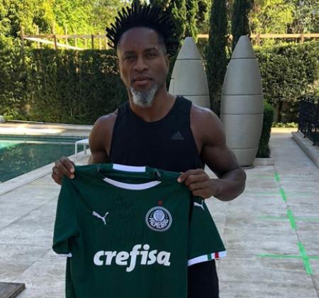 Camisa Oficial do Palmeiras autografada pelo craque Zé Roberto