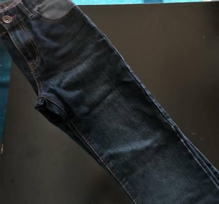 Calças de ganga escuras