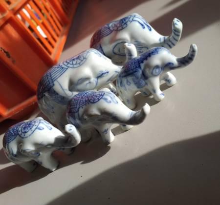 Elefantes de porcelana