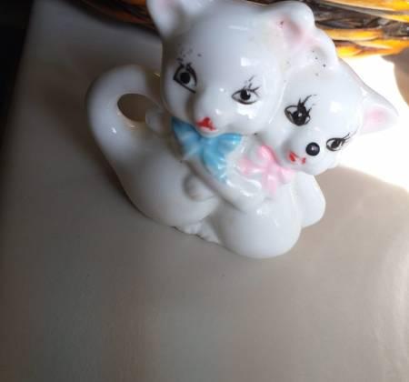Gatas de porcelana