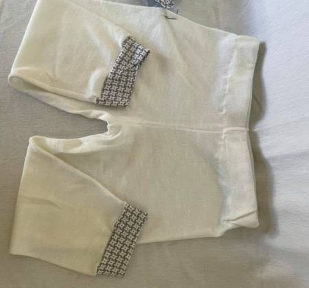 Pijama em branco e cinza
