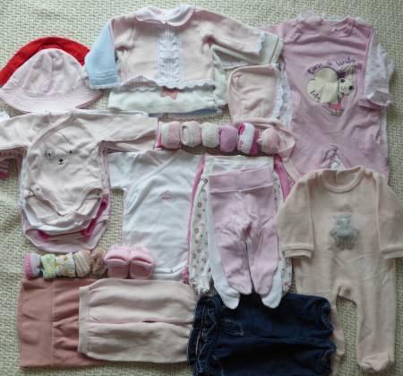 Lote de roupa de bebé dos 0 aos 6 meses