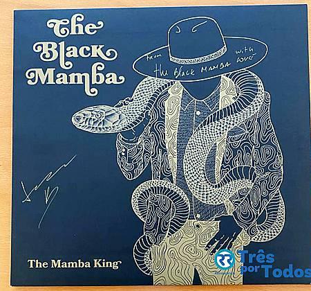 Disco de vinil dos The Black Mamba autografado pela banda