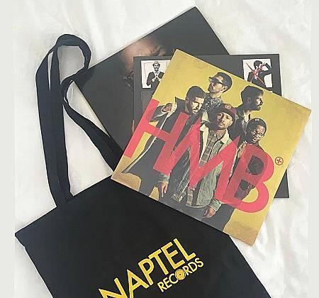 Pack com três discos de vinil dos HMB autografados