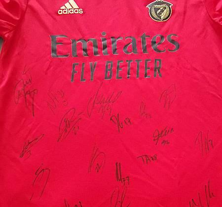 Camisola do SL Benfica autografada pela plantel de 2020/21