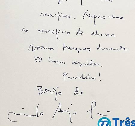 Livro de autógrafos assinado por The Black Mamba, Blaya, HMB, Carolina Deslandes, The Gift, entre outros , durante a ação Três Por Todos