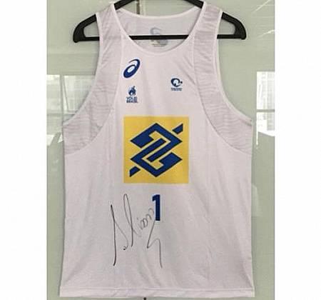 Camiseta oficial autografada pelo campeão de vôlei de praia Alison Cerutti