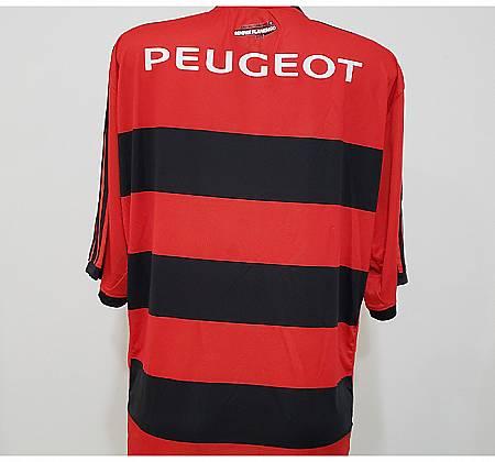 Camiseta oficial do Flamengo assinada pelo time de 2015