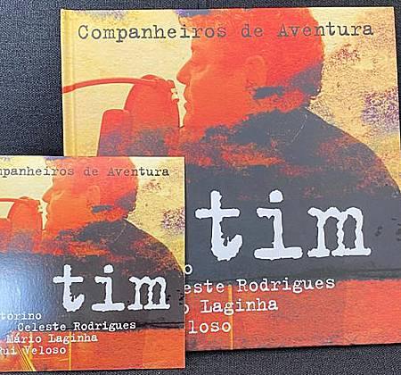 """CD e Livro """"Companheiros de Aventura"""" de Tim assinado pelo artista"""